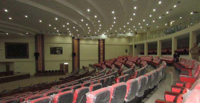 Ruangan rapat paripurna dapat menampung 1000 lebih undangan