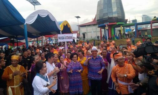 Parade Manado Fiesta Sukses, Vicky Lumentut: Bersyukur Hujan, Kalau Tidak Pasti Ada yang Pusing