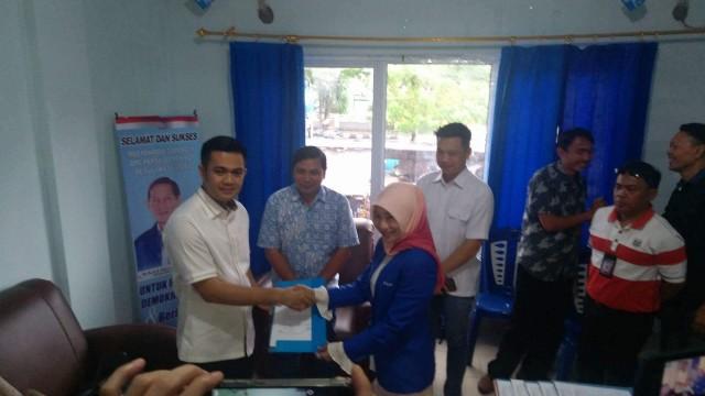 James Arthur Kojongian saat mendaftar di partai Demokrat Sulut untuk maju di Pilkada Minahasa
