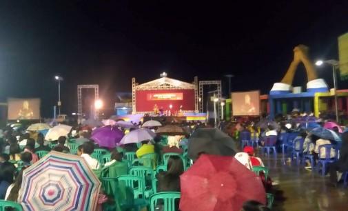 Walau Hujan, Masyarakat Tetap Antusias Mendengarkan Kebaktian Nasional Reformasi 500