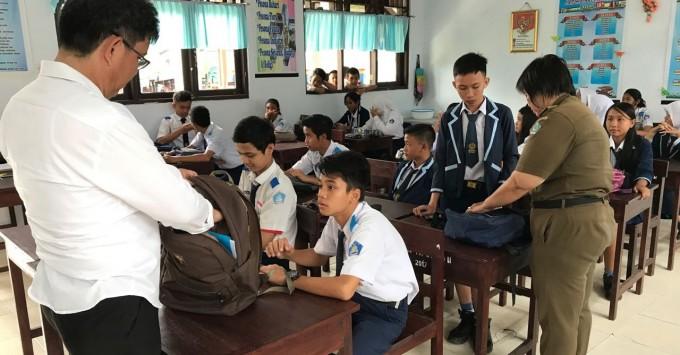 BNN ketika merazia siswa SMP Negeri Satu Kota Bitung
