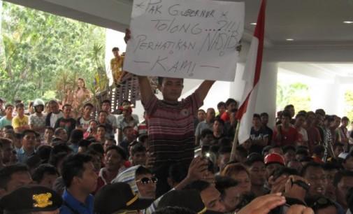 ROY TUMIWA Berjanji Aspirasi Sopir Angkot Ditandatangani Gubernur