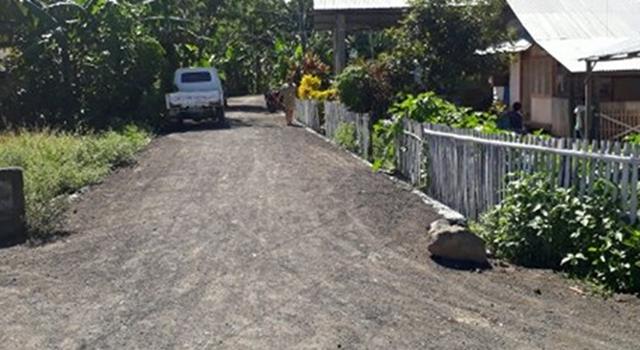 Jalan dengan aterial perkerasan sirtu di Desa Buku Utara