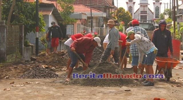 Salah satu kegiatan pembangunan di Desa Wolaang
