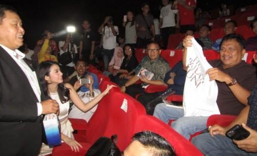 Alasan Ini, OLLY DONDOKAMBEY Sebut Film 'Hujan Bulan Juni' Sangat Layak Ditonton