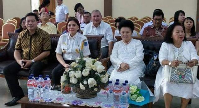 Legislator Minut Edwin Nelwan, Bupati Minut Vonnie Panambunan dan Ketua Majelis Daerah GPdI Sulawesi Utara Pdt Yvonne Awuy Lantu.