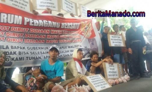 Demo di Kantor Gubernur, Pedagang Bawa Rica dan Tomat