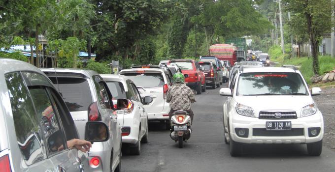 Kemacetan parah di ruas Kairagi-Interchange ketika paripurna HUT Provinsi Sulut, 23 September 2017 lalu