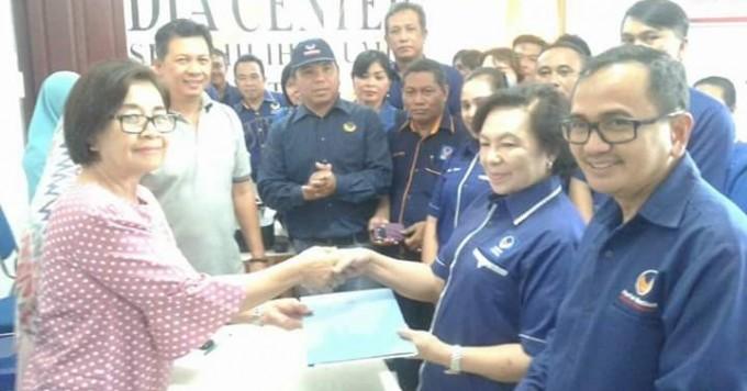 Sejumlah pengurus Nasdem Kota Bitung saat mendaftar ke KPU
