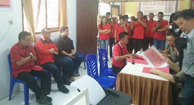 KPU Kota Bitung ketika menerima berkas pendaftaran DPC PDIP Kota Bitung