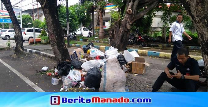 Sampah di kelurahan Titiwungen Utara Lingkungan II depan MTC