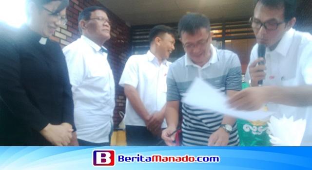 Syamas terpilih Kolom 1 Ir Lendy Aruperes saat menandatangani berita acara