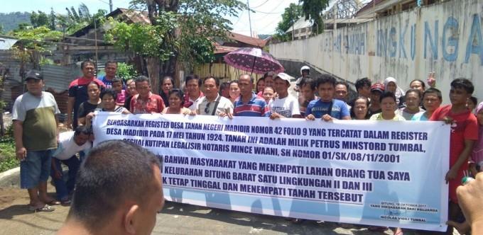 Warga Candi yang memprotes rencana penggusuran