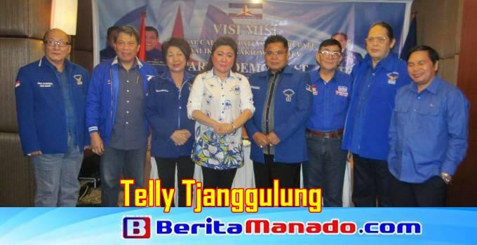 Telly Tjanggulung foto bersama tim Partai Demokrat