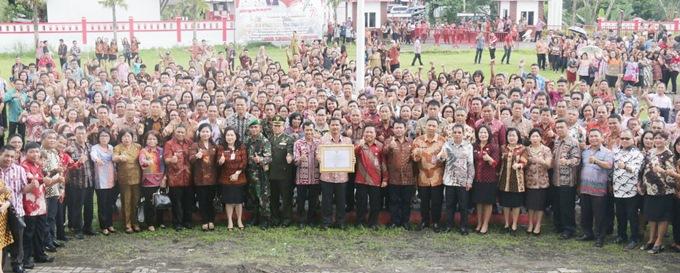 Foto bersama jajaran Pemkab Mitra