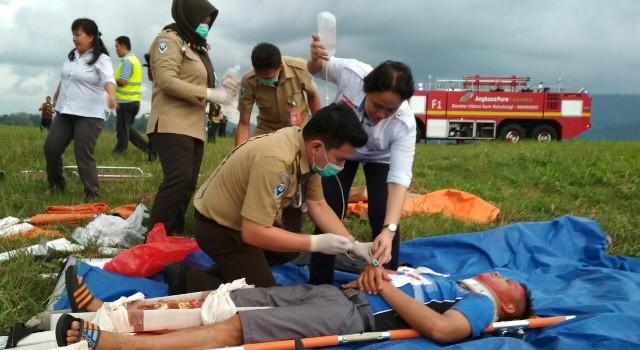 Para korban langsung mendapat pertolongan medis