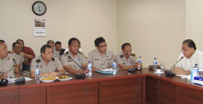 Wakil Ketua DPRD Sulut, Stefanus Vreeke Runtu bersama pejabat BPN Kanwil Sulawesi Utara