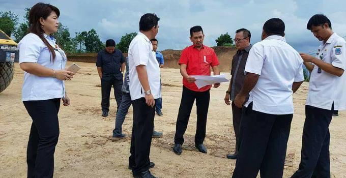 Advert Turlap DPRD Manado melihat kertas