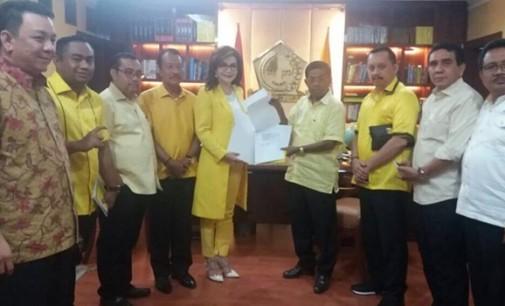 TETTY PARUNTU Terima SK Ketua DPD I Partai Golkar Sulut