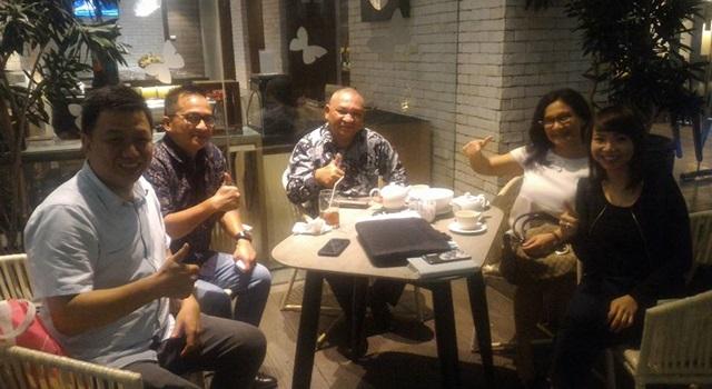 Dino Gobel (kedua dari kiri) usai diskusi strategi untuk menggarap pasar wisata Asia. (Foto:IST)