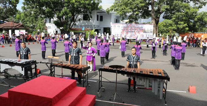 Drum Band Piala Gubernur Sulut ungu depan ada kolintang