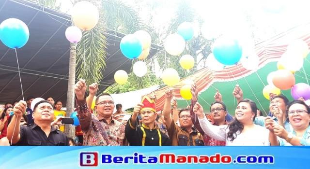 Pelepasan balon sebagai tanda sukacita HUT Desa Sawangan.