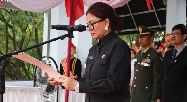 Bupati Vonnie Panambunan menjadi Inspektur pada upacara HUT Minut.