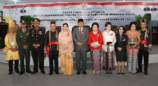 Gubernur Sulut Olly Dondokambey bersama istri dan para Forkopimda Minut.