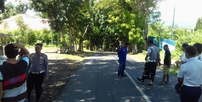 Suasana ketima Jalan 46 tepatnya tanjakan di Kelurahan Paceda ditutup akibat tumpahan minyak