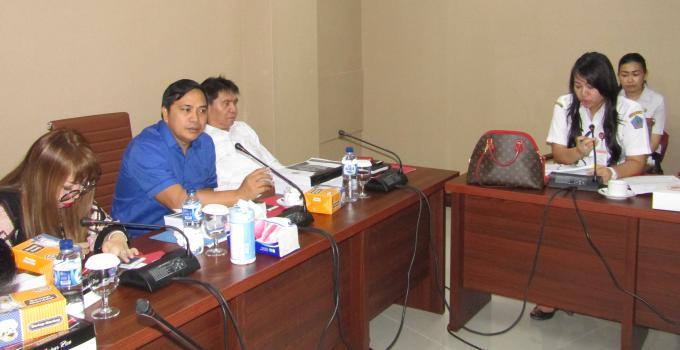 Rapat Komisi 4 bersama Biro Kesra Pemprov Sulut dipimpin James Karinda