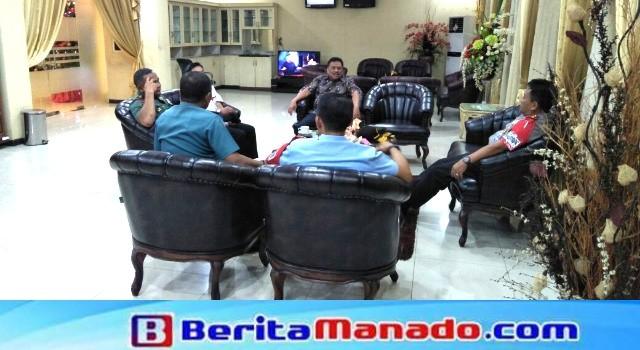 Gubernur Sulawesi Utara bersama Pangdam XIII/Merdeka, Kapolda Sulut, Danlanud Sam Ratulangi dan Wadanlantamal VIII
