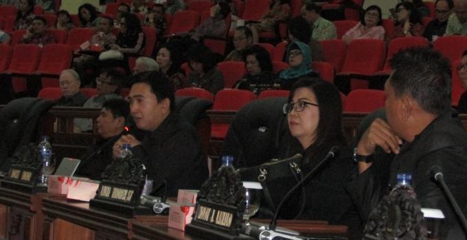 Interupsi Rocky Wowor di rapat paripurna DPRD Sulut, Kamis (16/11/2017)