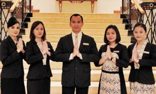 Aryaduta Hotel Group Meluncurkan Seragam Bergaya Indonesia Modern