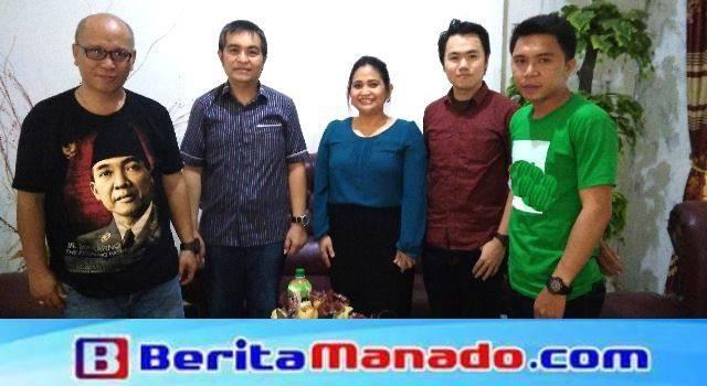 Tim Qlue bersama redaksi BeritaManado