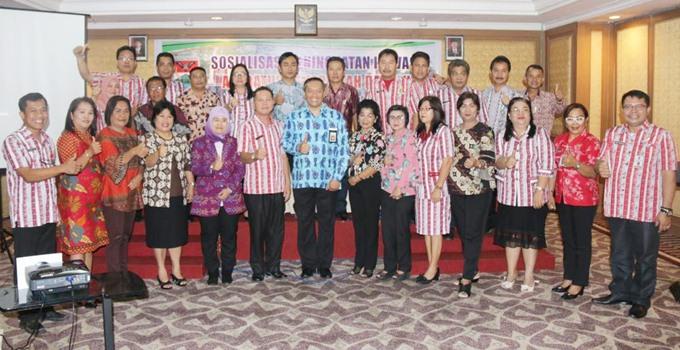 Deputi Bidang Inovasi Administrasi Negara Dr Tri Widodo Wahyu bersama sejumlah pejabat Pemkab Mitra