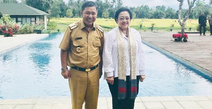 James Sumendap bersama Megawati Sokarnoputri