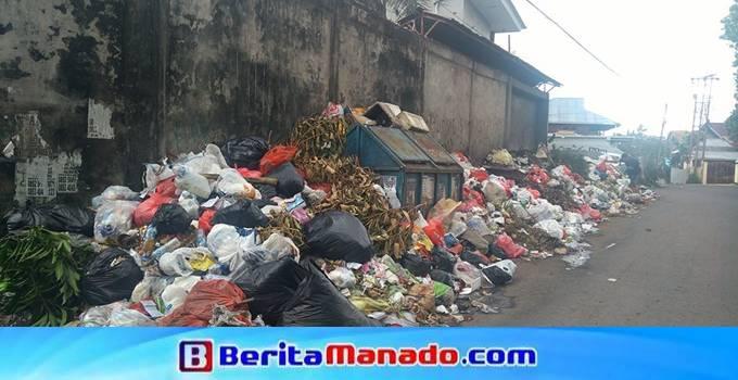 tumpukan sampah di Malalayang I