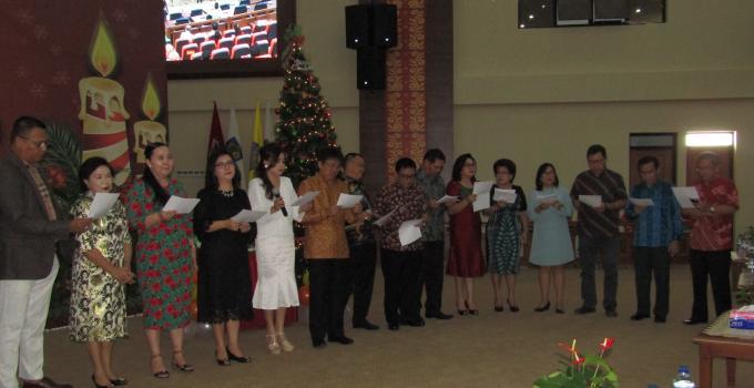 Ibadah Natal DPRD Sulut  menyanyi