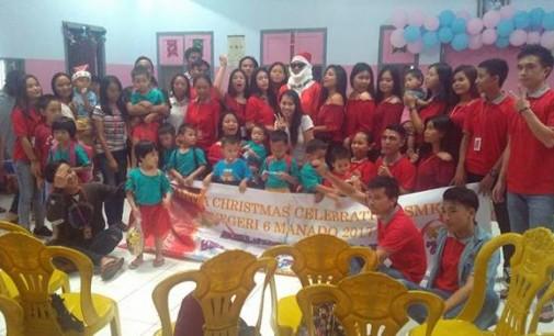 Panitia Natal SMKN VI Manado Berbagi Kasih di Dua Panti Asuhan Tomohon