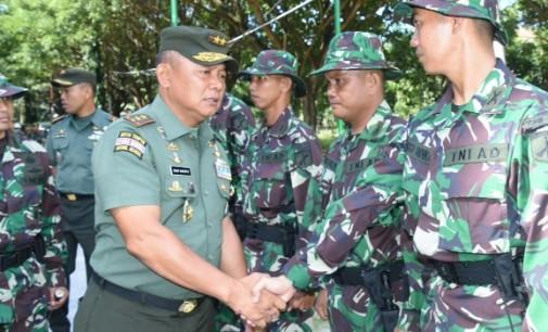 Mayjen TNI Ganip Warsito Ingatkan Prajurit Yonif 715/Motuliato Maksimal Jaga Perbatasan Demi Martabat Dan Harga Diri