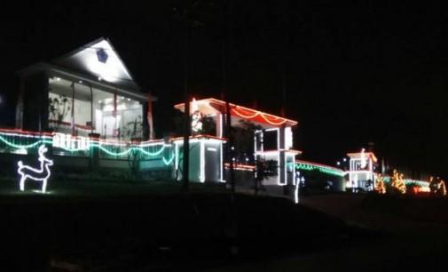 Woww !!! Ini Pemandangan Malam Kantor DPRD Sulut