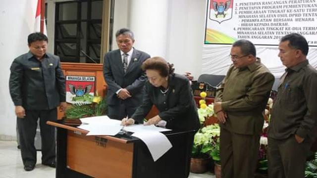 Ketua DPRD Minsel, Jenny Johana Tumbuan SE