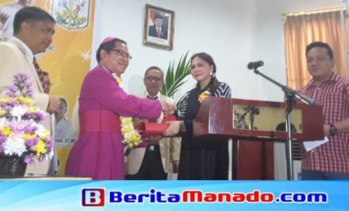 Bupati VONNIE PANAMBUNAN Buka Rapat Kerja KBK Keuskupan Manado