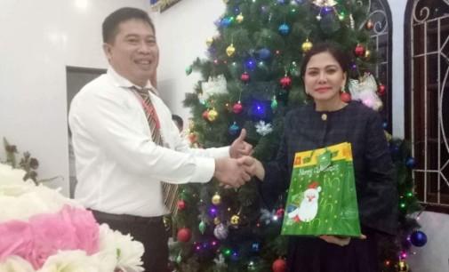 Bupati VONNIE PANAMBUNAN Natal Bersama Pelprip Rayon Minut