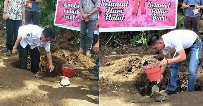 Kepala Dinas Pertanian Ir Jan Sinaulan yang didampingi oleh Kepala Bidang Penyuluhan Harter Nelwan SE MEc Dev meletakan batu pembangunan kantor.