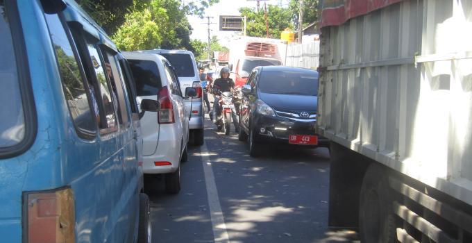 Kemacetan parah di ruas Teling dan Tingkulu, Selasa (5/12/2017) siang