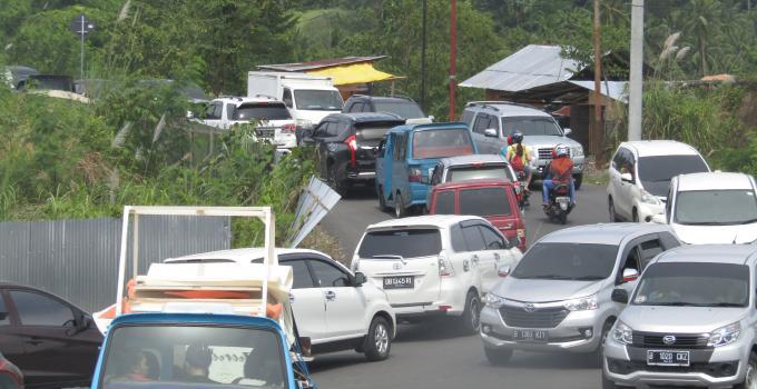 Kemacetan parah di ruas Tingkulu, Senin (18/12/2017) siang