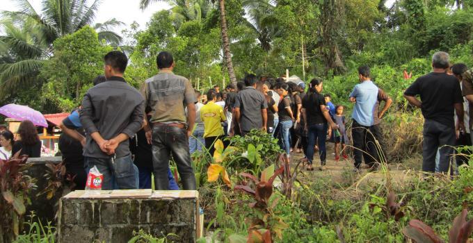 Suasana pekuburan Rumengkor ketika korban dimakamkan (foto beritamanado.com, Rabu (27/12/2017) sore
