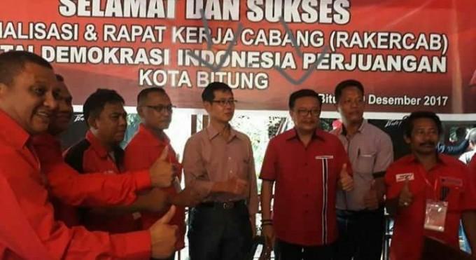 Hengky Honandar bersama Maurits Mantiri di Rakercab PDIP Kota Bitung