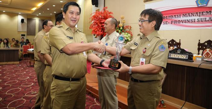 Penghargaan kepada Kepala Badan Keuangan Pemprov Sulut, Praseno Hadi
